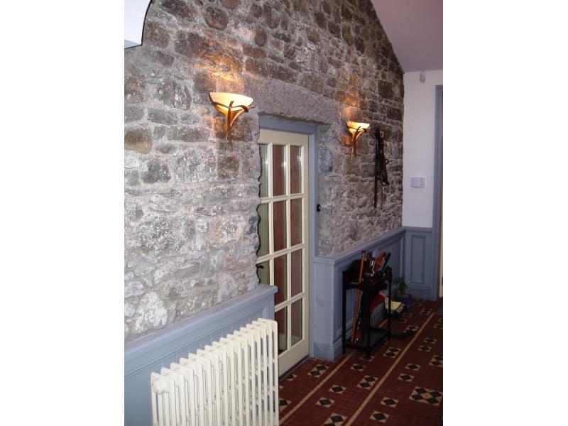 delgetty-hallway-door-sconses